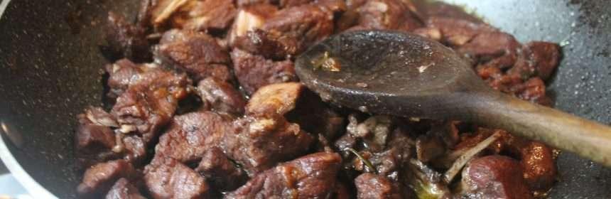 Spezzatino di maiale al vino rosso ricetta